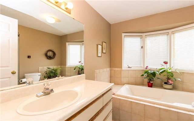 Townhouse at 1570 Litchfield Rd, Oakville, Ontario. Image 3