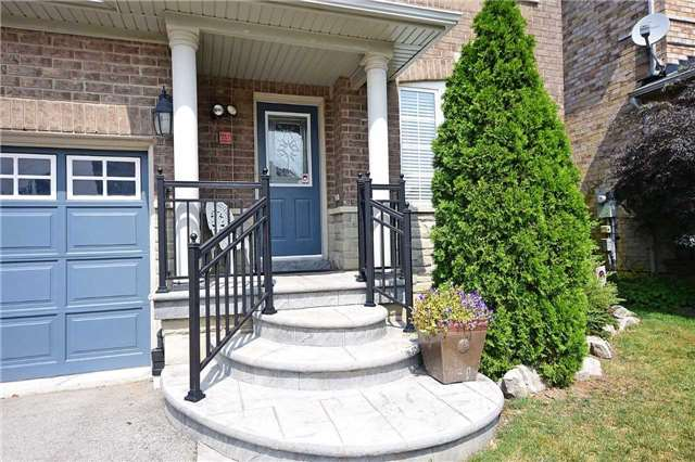 Detached at 1331 Weller Crossing, Milton, Ontario. Image 12