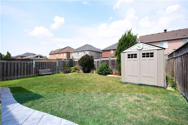 Detached at 1331 Weller Crossing, Milton, Ontario. Image 13