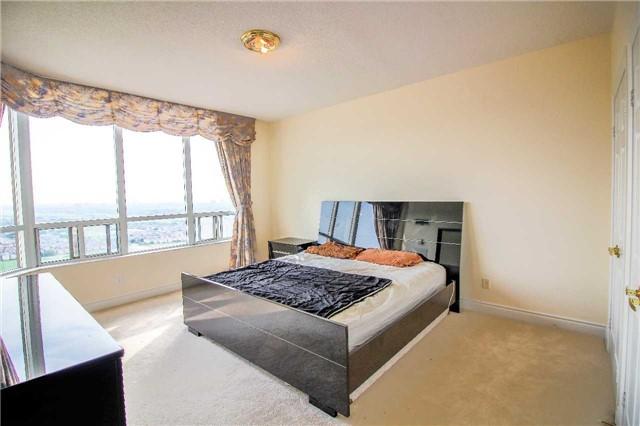 Condo Apartment at 35 Kingsbridge Garden Circ, Unit 2704, Mississauga, Ontario. Image 6