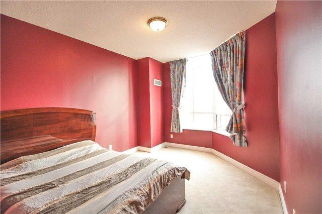 Condo Apartment at 35 Kingsbridge Garden Circ, Unit 2704, Mississauga, Ontario. Image 10