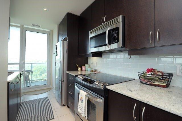 Condo Apartment at 1055 Southdown Rd, Unit 603, Mississauga, Ontario. Image 2