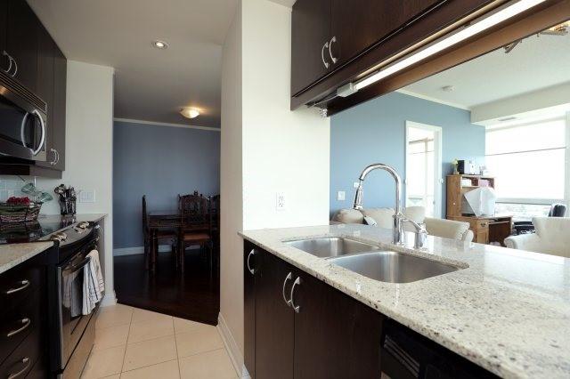 Condo Apartment at 1055 Southdown Rd, Unit 603, Mississauga, Ontario. Image 4