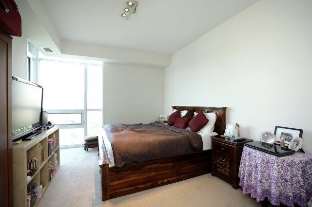 Condo Apartment at 1055 Southdown Rd, Unit 603, Mississauga, Ontario. Image 6