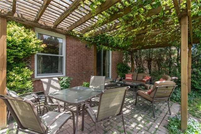 Detached at 531 Beaver Crt, Milton, Ontario. Image 9
