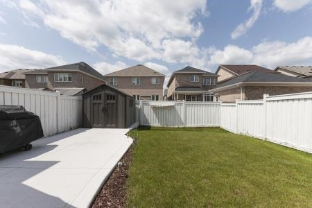 Detached at 22 Matthew Harrison St, Brampton, Ontario. Image 10