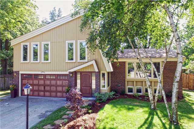 Detached at 236 Chebucto Dr, Oakville, Ontario. Image 1