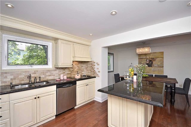 Detached at 236 Chebucto Dr, Oakville, Ontario. Image 18