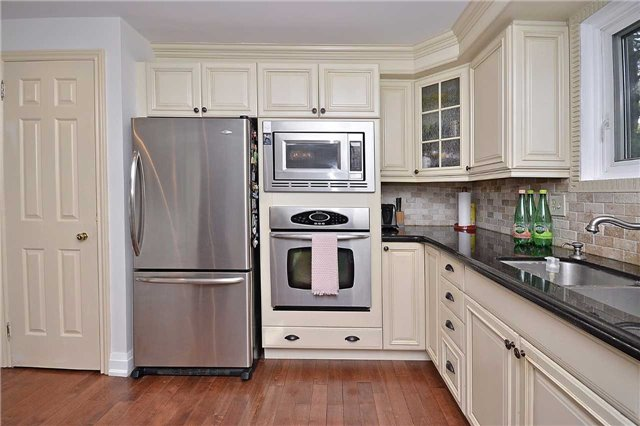 Detached at 236 Chebucto Dr, Oakville, Ontario. Image 19