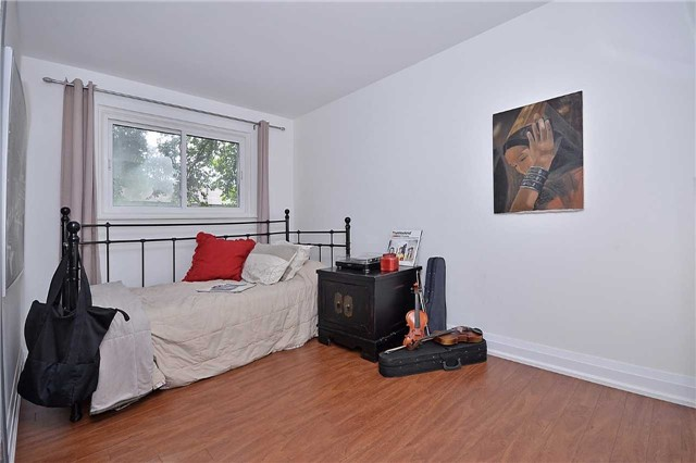 Detached at 236 Chebucto Dr, Oakville, Ontario. Image 5
