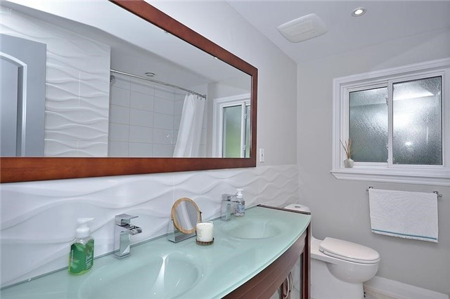 Detached at 236 Chebucto Dr, Oakville, Ontario. Image 7