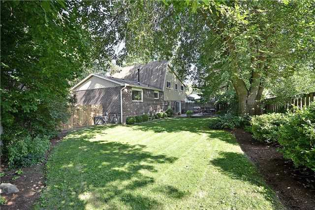 Detached at 236 Chebucto Dr, Oakville, Ontario. Image 13