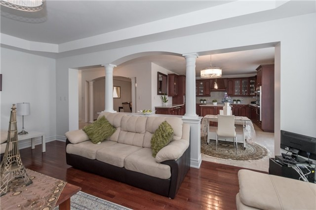 Detached at 2365 Awenda Dr, Oakville, Ontario. Image 16