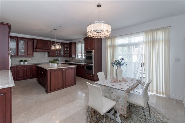 Detached at 2365 Awenda Dr, Oakville, Ontario. Image 18