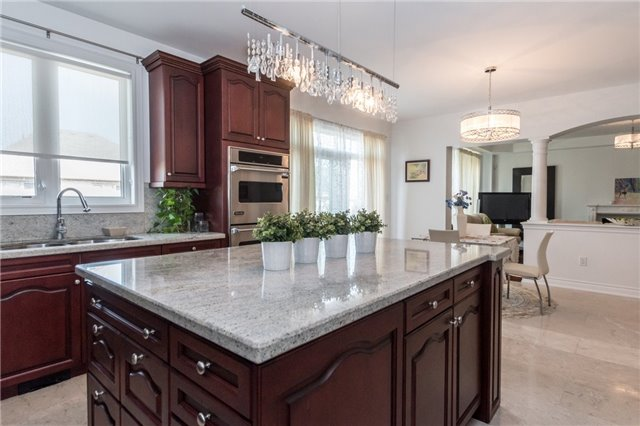 Detached at 2365 Awenda Dr, Oakville, Ontario. Image 20