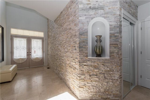 Detached at 2365 Awenda Dr, Oakville, Ontario. Image 3