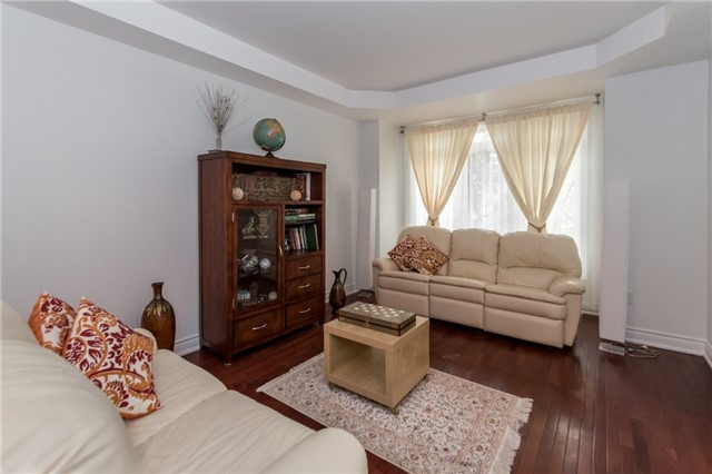 Detached at 2365 Awenda Dr, Oakville, Ontario. Image 4