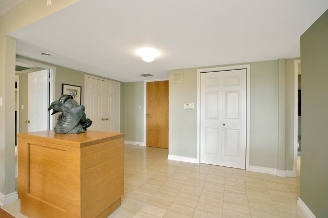 Condo Apartment at 100 Lakeshore Rd E, Unit 905, Oakville, Ontario. Image 14