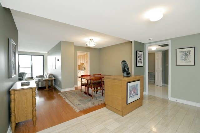 Condo Apartment at 100 Lakeshore Rd E, Unit 905, Oakville, Ontario. Image 15