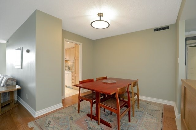 Condo Apartment at 100 Lakeshore Rd E, Unit 905, Oakville, Ontario. Image 16
