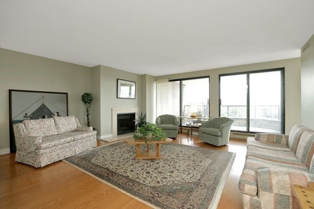 Condo Apartment at 100 Lakeshore Rd E, Unit 905, Oakville, Ontario. Image 17