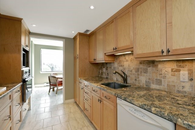 Condo Apartment at 100 Lakeshore Rd E, Unit 905, Oakville, Ontario. Image 20