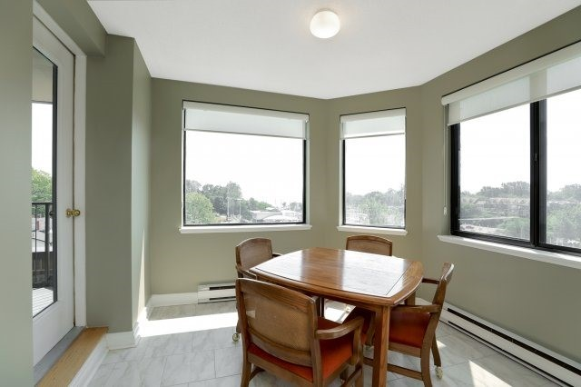 Condo Apartment at 100 Lakeshore Rd E, Unit 905, Oakville, Ontario. Image 2