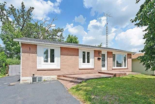 Detached at 738 Balmoral Dr, Brampton, Ontario. Image 1