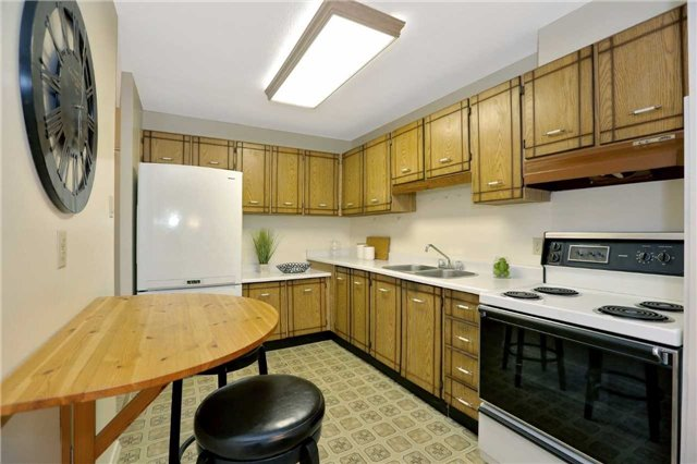 Condo Apartment at 81 Millside Dr, Unit 203, Milton, Ontario. Image 10