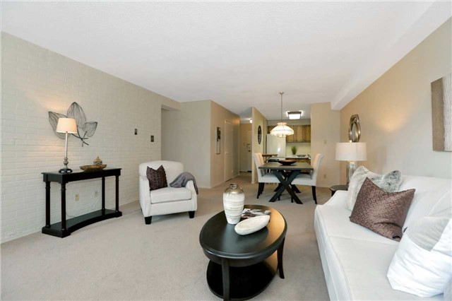Condo Apartment at 81 Millside Dr, Unit 203, Milton, Ontario. Image 3