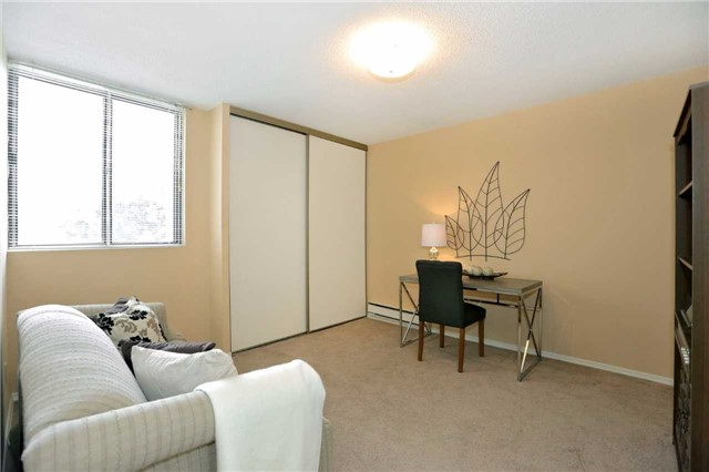 Condo Apartment at 81 Millside Dr, Unit 203, Milton, Ontario. Image 6