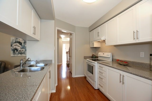 Condo Townhouse at 2350 Grand Ravine Dr, Unit 72, Oakville, Ontario. Image 12