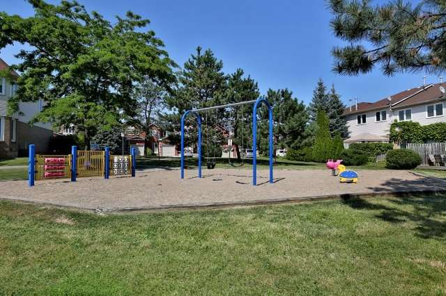 Condo Townhouse at 2350 Grand Ravine Dr, Unit 72, Oakville, Ontario. Image 8