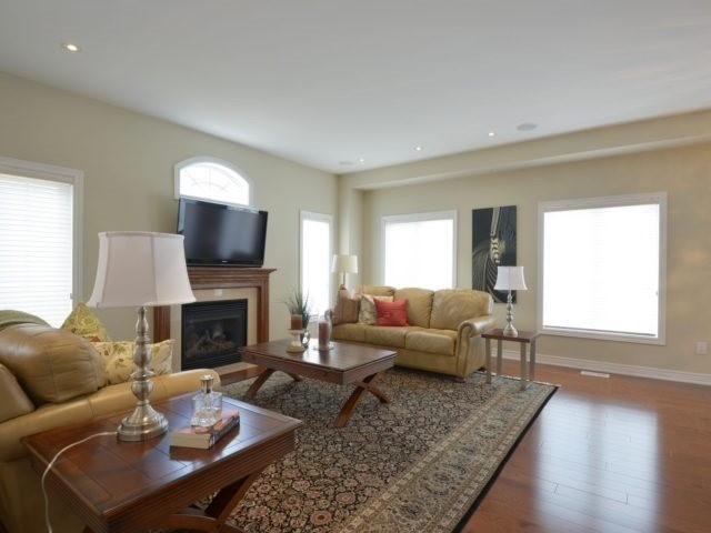Townhouse at 2393 Wasaga Dr, Oakville, Ontario. Image 15