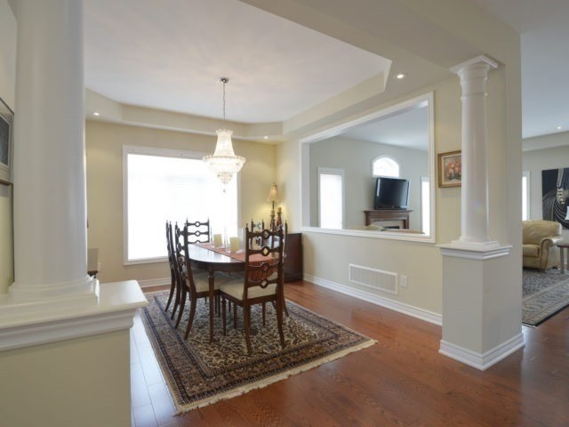 Townhouse at 2393 Wasaga Dr, Oakville, Ontario. Image 17