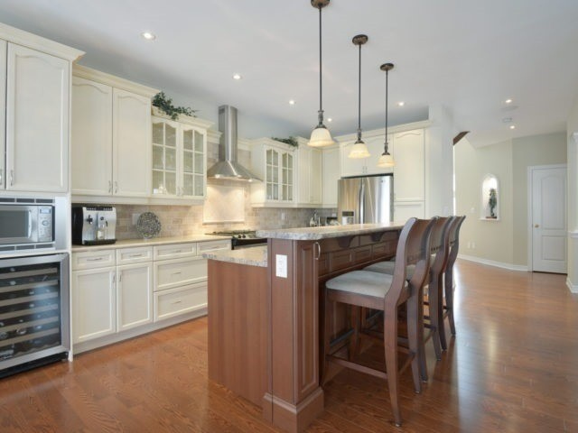 Townhouse at 2393 Wasaga Dr, Oakville, Ontario. Image 19