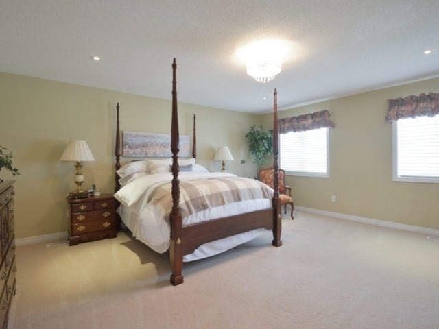 Townhouse at 2393 Wasaga Dr, Oakville, Ontario. Image 2