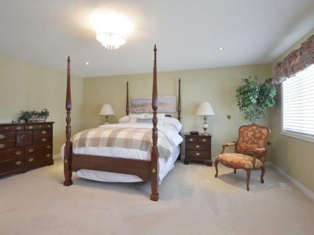 Townhouse at 2393 Wasaga Dr, Oakville, Ontario. Image 3