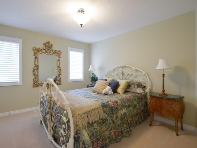 Townhouse at 2393 Wasaga Dr, Oakville, Ontario. Image 5