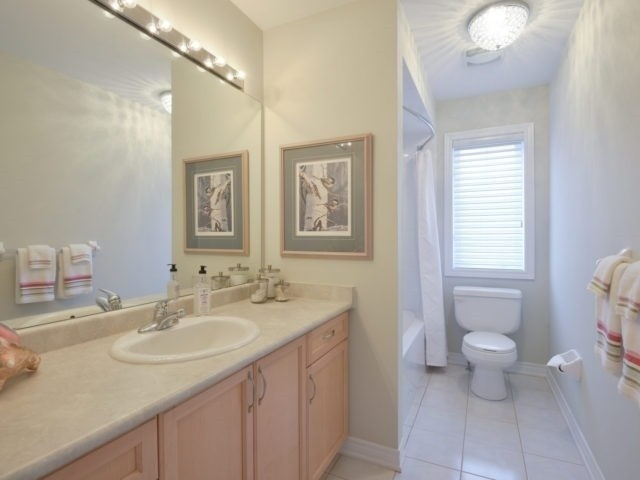 Townhouse at 2393 Wasaga Dr, Oakville, Ontario. Image 7