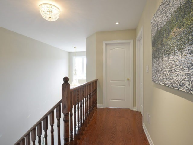 Townhouse at 2393 Wasaga Dr, Oakville, Ontario. Image 8