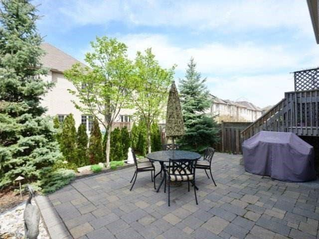Townhouse at 2393 Wasaga Dr, Oakville, Ontario. Image 13
