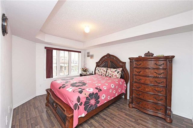 Condo Townhouse at 2476 Post Rd, Unit 8, Oakville, Ontario. Image 3