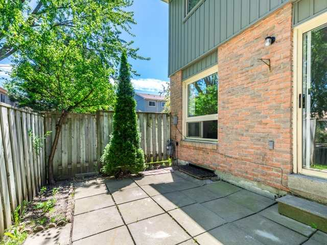 Condo Townhouse at 60 Hanson Rd, Unit 135, Mississauga, Ontario. Image 13