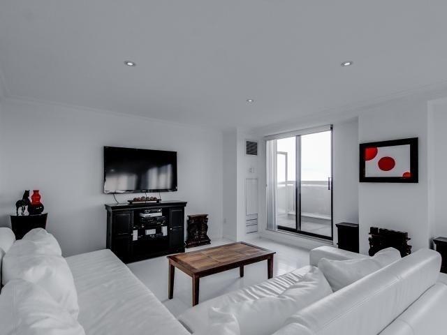 Condo Apartment at 2269 Lake Shore Blvd W, Unit Ph3301, Toronto, Ontario. Image 14