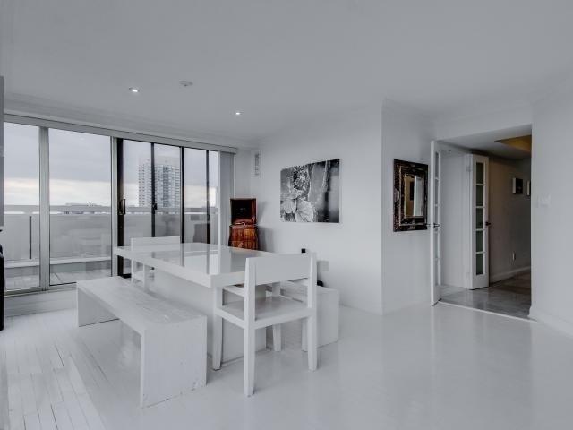 Condo Apartment at 2269 Lake Shore Blvd W, Unit Ph3301, Toronto, Ontario. Image 15