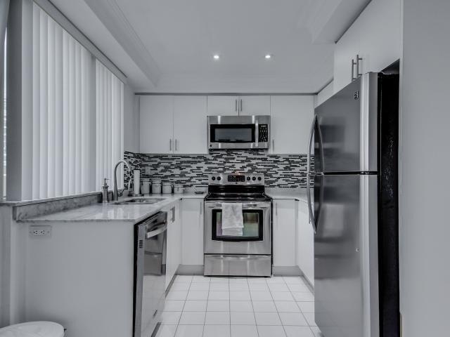 Condo Apartment at 2269 Lake Shore Blvd W, Unit Ph3301, Toronto, Ontario. Image 16