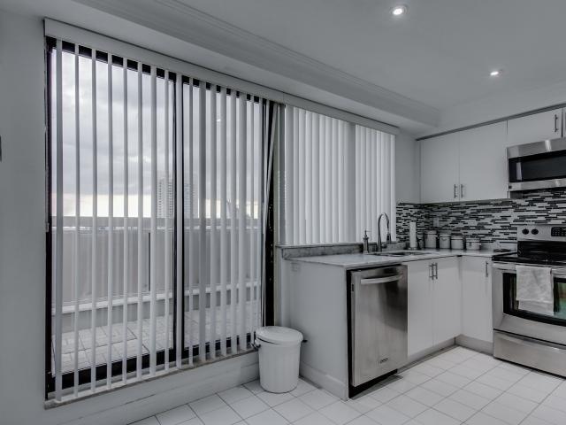 Condo Apartment at 2269 Lake Shore Blvd W, Unit Ph3301, Toronto, Ontario. Image 17
