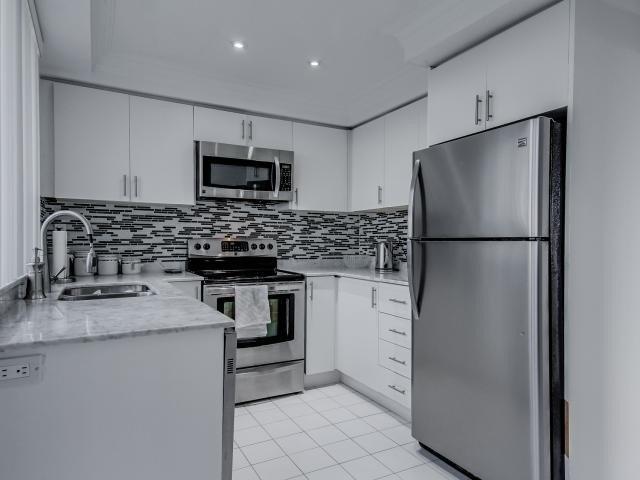 Condo Apartment at 2269 Lake Shore Blvd W, Unit Ph3301, Toronto, Ontario. Image 18