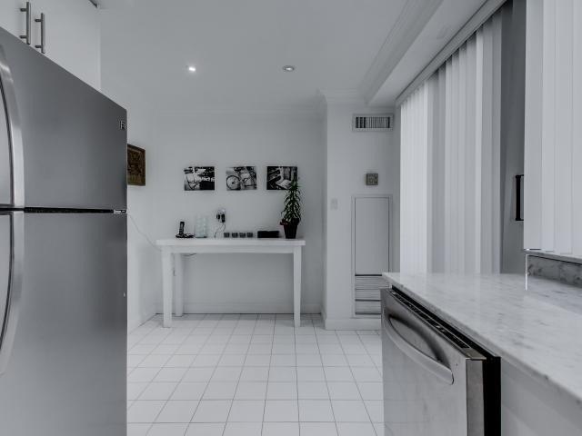 Condo Apartment at 2269 Lake Shore Blvd W, Unit Ph3301, Toronto, Ontario. Image 19